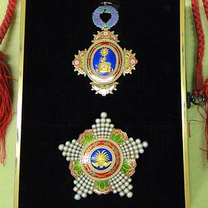 宝冠大綬章