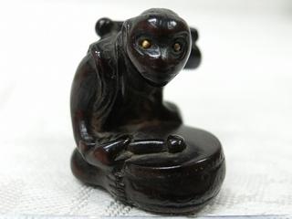 木彫 太鼓をたたく猿