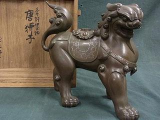 亀文堂正平造 銀象嵌模様唐獅子