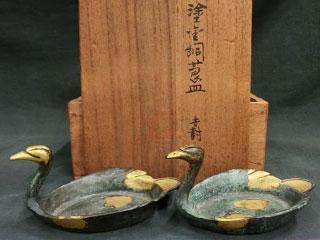 4代秦蔵六 塗金銅 瑞鳥莨皿一対