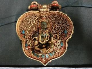 チベット鍍金銀製心臓型懐中仏