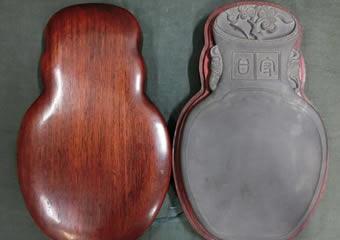 端渓硯 彫双耳瓶型 紫檀箱